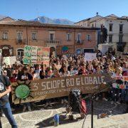 Fridays for future a Sulmona: lo sbarco dei mille,  in corteo per dire no a chi distrugge l'ambiente.