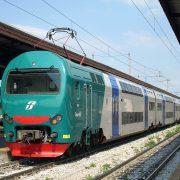 Francavilla al Mare, donna investita da un treno: e il sindaco bacchetta i social