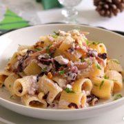 In cucina con Ovidio. Dodicesima ricetta: mezze maniche con noci, aglio e ricotta