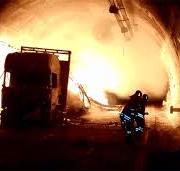 La nostra vita nelle mani di una banda di ******… a scelta del lettore il termine per definire i gestori delle autostrade che in 13 anni non hanno messo a norma antincendio le gallerie… (ma perché non li arrestano?…)