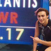 Lo svedese Armand Duplantis fa il nuovo record del mondo nel salto con l'asta fissando l'asticella a 6,17