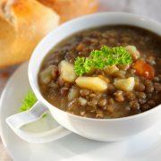 In cucina con Ovidio. Ventunesima ricetta:  minestra di lenticchie e patate rosse