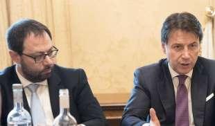 Mes: no definitivo. Patuanelli, ministro per lo Sviluppo economico assicura: l'Italia non lo attiverà mai. Intanto Conte prosegue la contrattazione sui tavoli europei