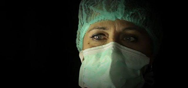 Una foto nell'oscurità diventa racconto anti-virus