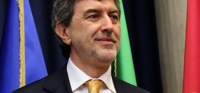 La casta perde il pelo ma non il vizio: in piena crisi sociale ed economica Marsilio prova ad aumentare lo stipendio a 53 dirigenti e 9 direttori regionali