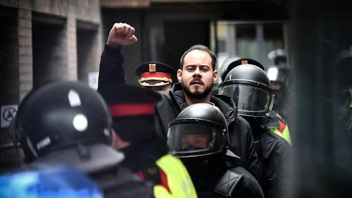 Spagna: l'arresto del rapper comunista, repubblicano e indipendentista catalano Pablo Hasel
