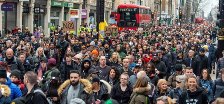 MENTRE L'ITALIA DORME L'EUROPA SI SVEGLIA Proteste anti-lockdown nelle maggiori capitali e nei territori interni